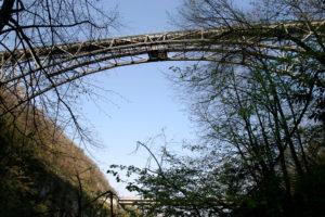 Bungy Jump von der Centovalli Eisenbahnbrücke | Trekking Team AG