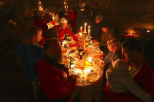 Kerzenlicht Höhlen-Raclette | Trekking Team AG