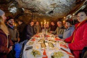 Feines Höhlen-Raclette | Trekking Team AG
