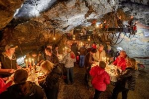 Gemütliches Raclette im Hölloch | Trekking Team AG