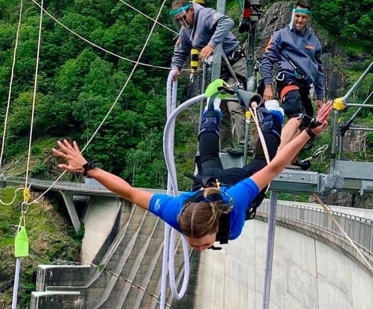 Corinne Suter beim 007 bungy jump