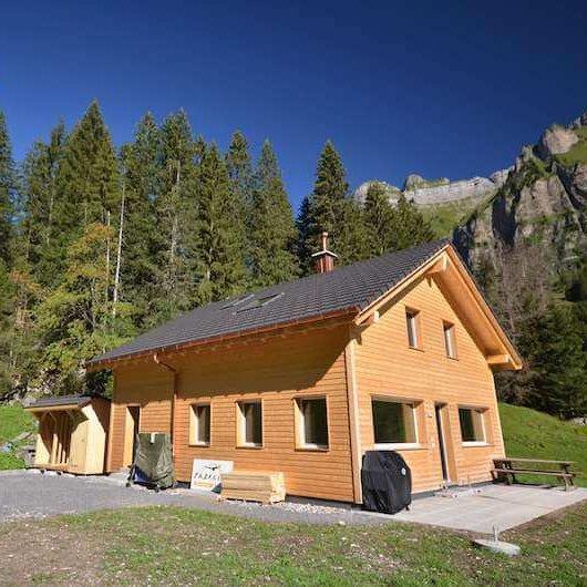 Berghaus Pragelblick - Sommer-Idylle